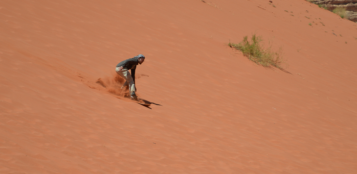 Surfen im roten Sand des Wadis