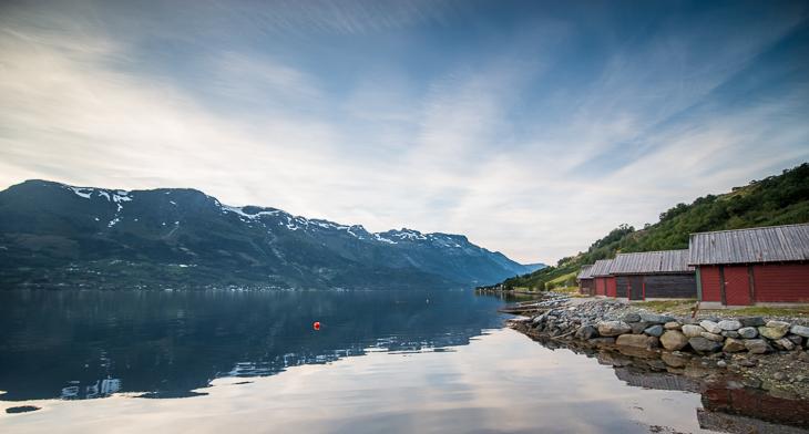 Der Fjord wie ein Spiegel