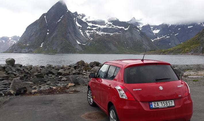 Unser Mietwagen am Reinefjord