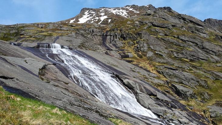 Wasserfall beim Aufstieg zum Veinestinden