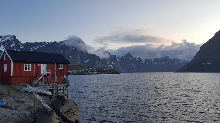 Abends am Reinefjord