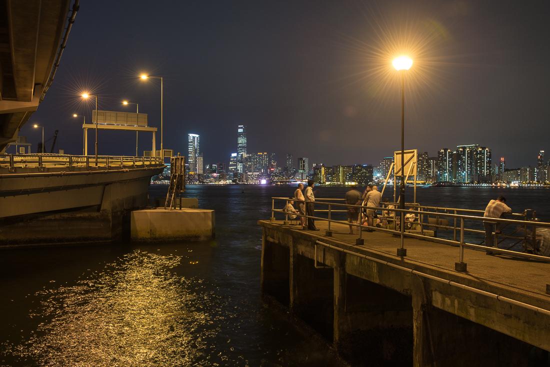 Der Blick von Hongkong Island bei Nacht