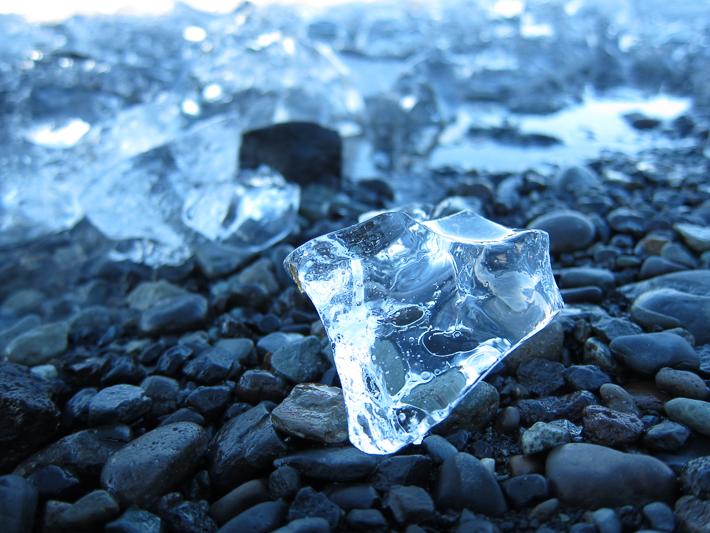 Südisland: Eis am schwarzen Basaltstrand