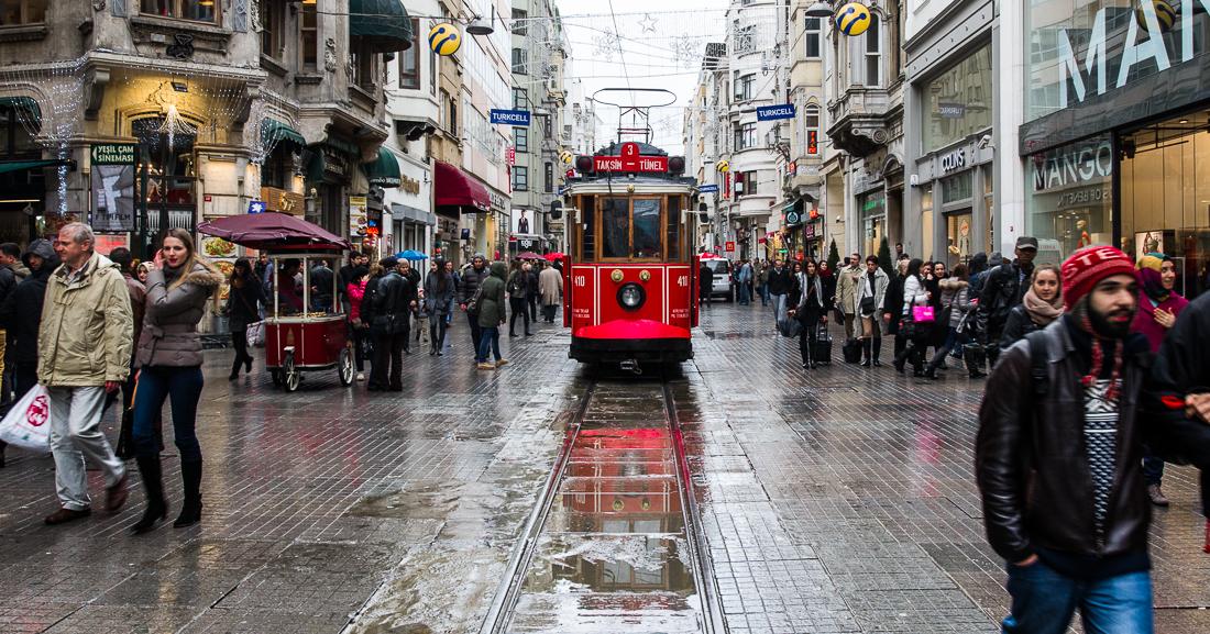 Istanbul belebteste Straße - die İstiklâl Caddesi