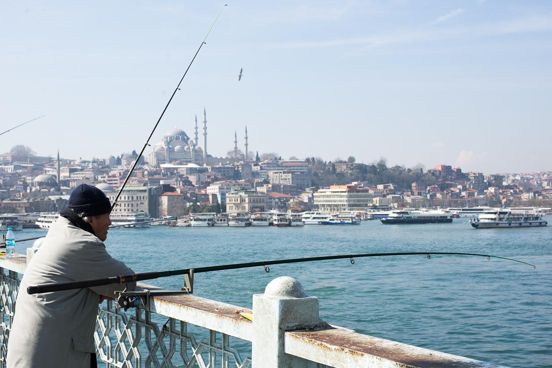 Der Blick von der Galatabrücke mit der Süleymaniye Camii im Hintergrund