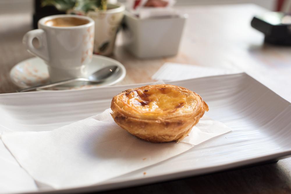 Meine Belohnung für den Markttag: Espresso & Pastéis de Nata