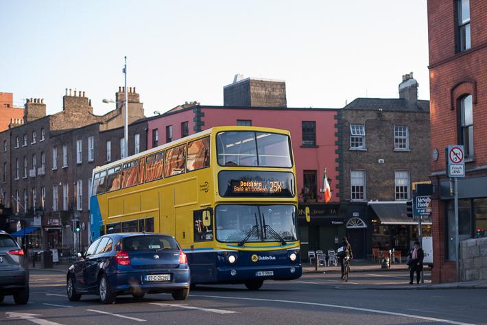 Öffentliche Verkehrsmittel in Dublin - die gelb blauen Busse